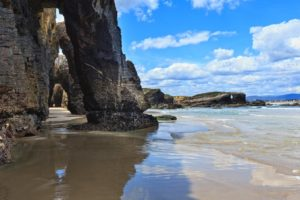 Natural-rock-arches-on-Cathedrals-beach-in-low-tid